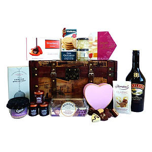 Baileys 70 Cl and Food in Vintage Wooden Suitcase Box